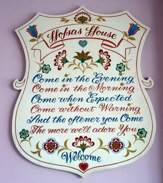 the welcome sign hofsas house