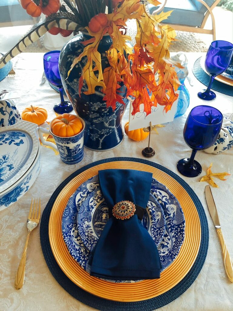 blue Spode dishes table setting for Thanksgiving