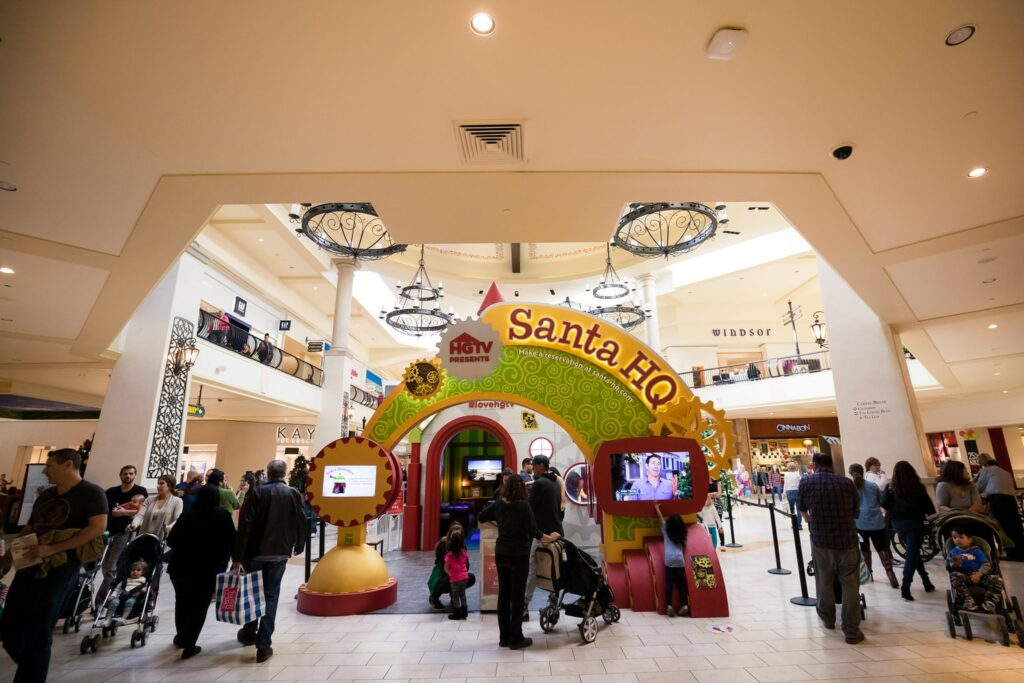 wide shot of Santa HQ at Los Cerritos Mall