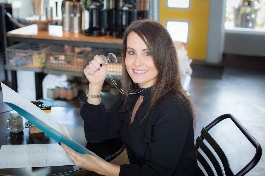 reading a menu using Neckglasses