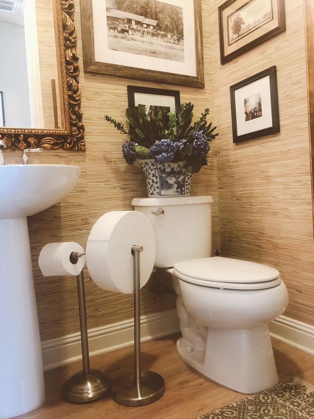 Guest Bathroom Essentials to Make Everyone Feel at Home ...