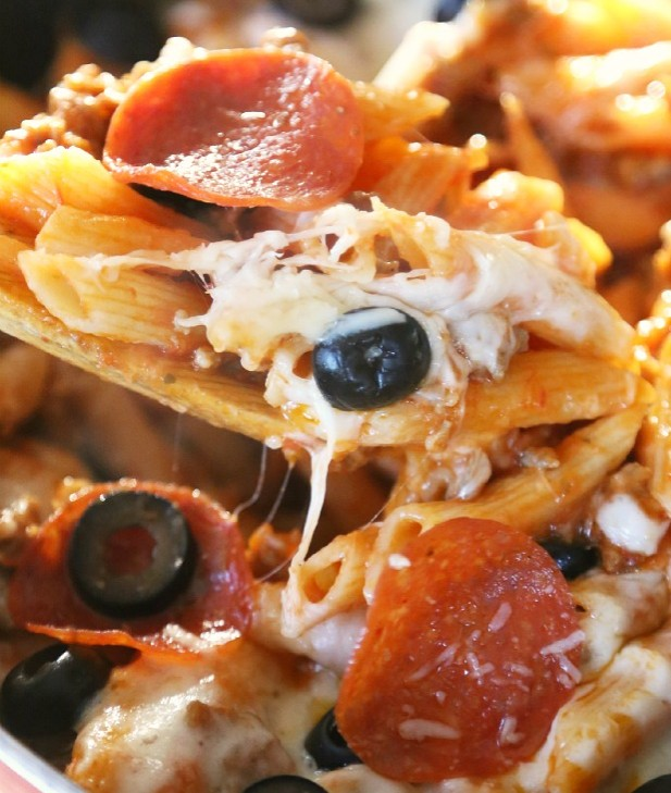 One Pan Pizza Pasta Skillet by Mom Endeavors